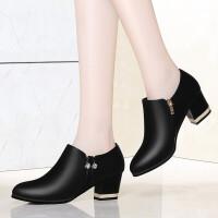 单鞋女2019新款春季韩版尖头粗跟短靴踝靴时尚大码女鞋中跟鞋子