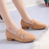 潮款金属字母装饰低帮瓢鞋低跟方跟鞋绒面中口套脚单鞋女