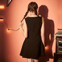【2件3折价104.4元,3件2.5折价87元】唐狮小黑裙2019夏装新款女a字裙背带裙冷淡风极简主义黑色连衣裙