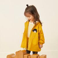 【2件2.5折券价:142.25元】马拉丁童装女小童风衣秋装新款洋气对称口袋可爱卡通印花外套