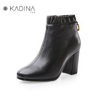 卡迪娜冬季款羊皮松紧复古港风粗跟短筒靴KLA81503