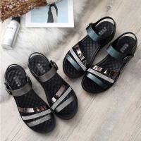 凉鞋女士平底新款夏季中年软底舒适坡跟百搭中老年人中跟妈妈