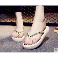 韩版人字拖平底夹脚可爱沙滩凉拖鞋女时尚防滑厚底坡跟水钻