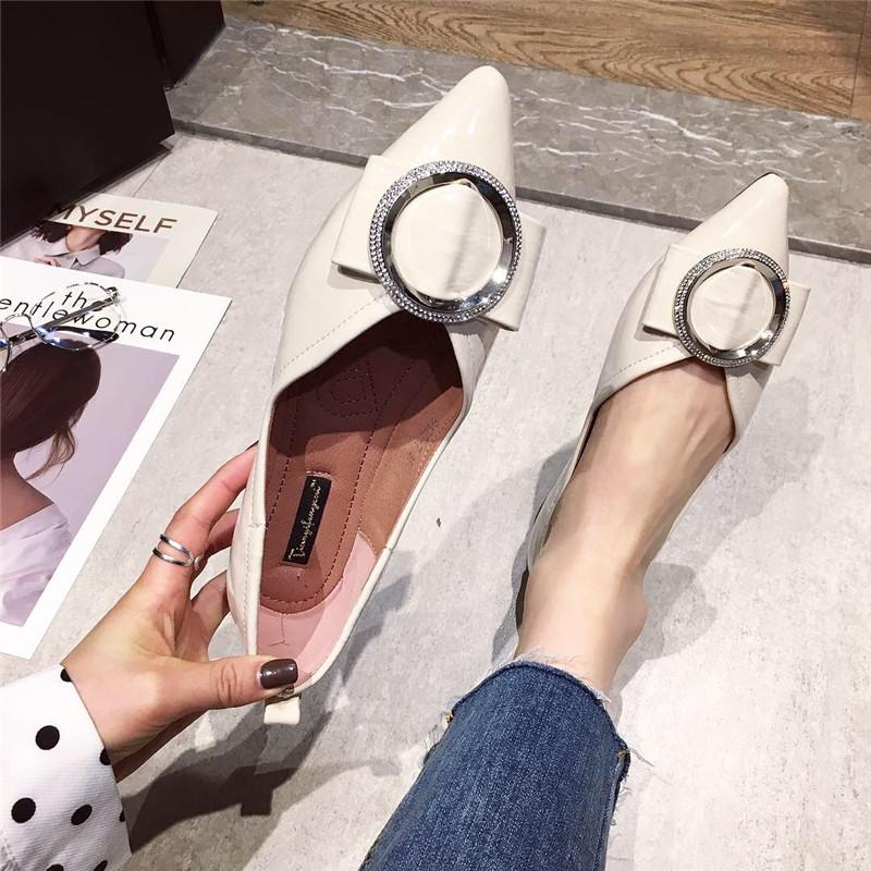 尖头单鞋女2019春季新款时尚浅口软底单鞋漆皮圆扣百搭气质女鞋