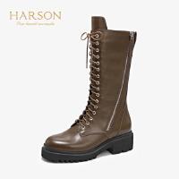 哈森2019冬季新款牛皮革圆头平底马丁靴女 休闲帅气中筒靴HA95817
