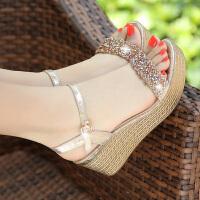 夏季新款坡跟凉鞋女夏中跟厚底防水台高跟鞋大码平底松糕女鞋