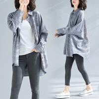 大码女装外套洋气减龄宽松文艺胖妹妹格子中长款衬衫春夏新款