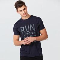 【3折价:57.9】七匹狼运动系列T恤夏 青年时尚英文印花圆领短袖T恤男