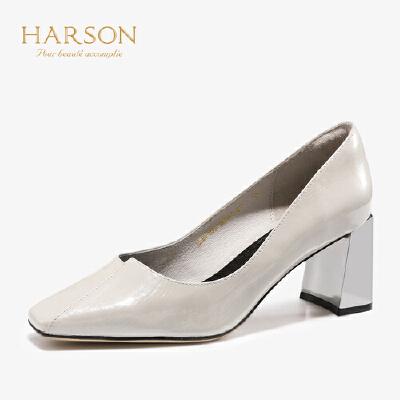 【秋冬新款 限时1折起】哈森2019秋季新款单鞋女漆皮浅口低跟鞋OL通勤粗跟高跟鞋 HL97156