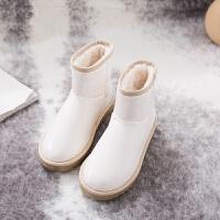 鞋子女2018冬新款韩版平底百搭雪地靴皮毛一体网红漆皮短筒靴子潮