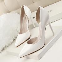 欧美裸色漆皮侧空尖头高跟鞋细跟浅口女单鞋红底婚鞋时尚