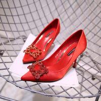 结婚鞋女2019新款水钻方扣尖头高跟鞋细跟婚纱鞋rv红色新娘鞋中跟