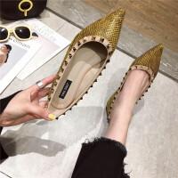 尖头单鞋女2019春季新款时尚软底浅口套脚女鞋铆钉性感优雅女鞋
