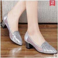 单鞋 水钻高跟鞋粗跟浅口英伦鞋子套脚女鞋尖头镂空OL皮鞋1018