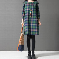 大码连衣裙胖妹妹春装洋气宽松腰粗遮肚子时髦格子中长裙新款
