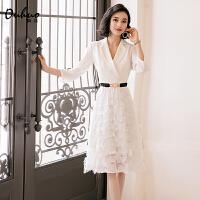 白色西装连衣裙女仙早秋新款女装气质收腰v领女神范衣服流行裙子