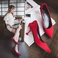红色婚鞋低跟3cm猫跟浅口蝴蝶结甜美绒面高跟鞋女性感尖头工作单