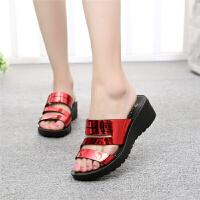 夏季女拖鞋坡跟亮皮水台厚底一字拖时尚外穿凉鞋女士新款潮