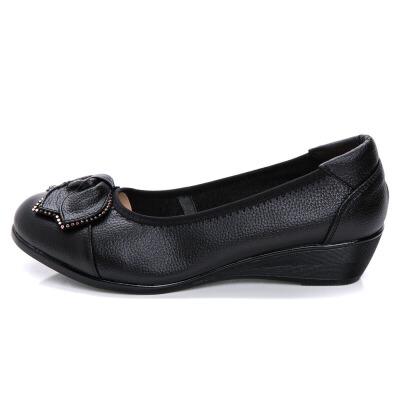 妈妈鞋单鞋坡跟软底舒适皮鞋浅口平底圆头中老年女鞋秋季   春节将至,偏远地区陆续停发,能到地区优先发出,不能到地区2月12日上班陆续发出,