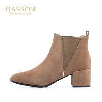 哈森 2018冬季新品欧美深口反绒短筒松紧带套筒切尔西靴HA88801