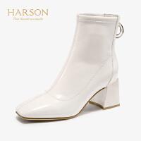 哈森2019秋冬新款漆皮方头粗高跟帅气马丁靴女机车短靴HA97109
