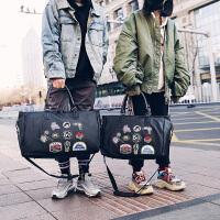 潮流旅行包男短途出差手提包女韩版大容量大男士简约韩版行李袋出走旅行包 帅气徽章款式