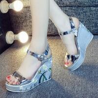 柯��芙凉鞋女学生夏新款坡跟一字带高跟厚底鱼嘴粗跟夏天女鞋子 6x2银白色
