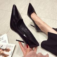 漆皮高跟鞋女春季2019新款韩版百搭黑色职业亮面超细跟尖头单鞋子