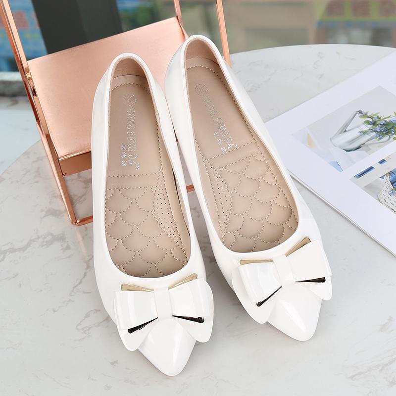 豆豆鞋女秋季2018新款韩版百搭坡跟内增高尖头浅口漆皮单鞋女中跟