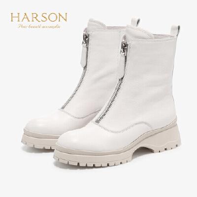 【 限时3折】哈森 2019冬季新款牛皮革深口粗跟中筒靴 时尚休闲小皮靴 HA95803
