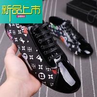新品上市休闲男鞋夏季潮鞋19新款豆豆鞋个性印花布鞋透气低帮鞋子
