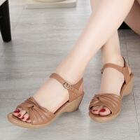 妈妈凉鞋新款女夏平底百搭网红一字扣粗跟坡跟女式夏季女鞋子