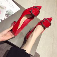 单鞋女2019新款时尚尖头浅口漆皮粗跟中跟女鞋方扣百搭气质单鞋