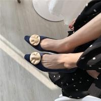 鞋子女气2019早春质绒面浅口低跟单鞋巴洛克金属扣子复古女鞋