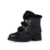 哈森旗下爱旅儿保暖金属扣拼接羊毛皮低跟舒适短靴EA65010